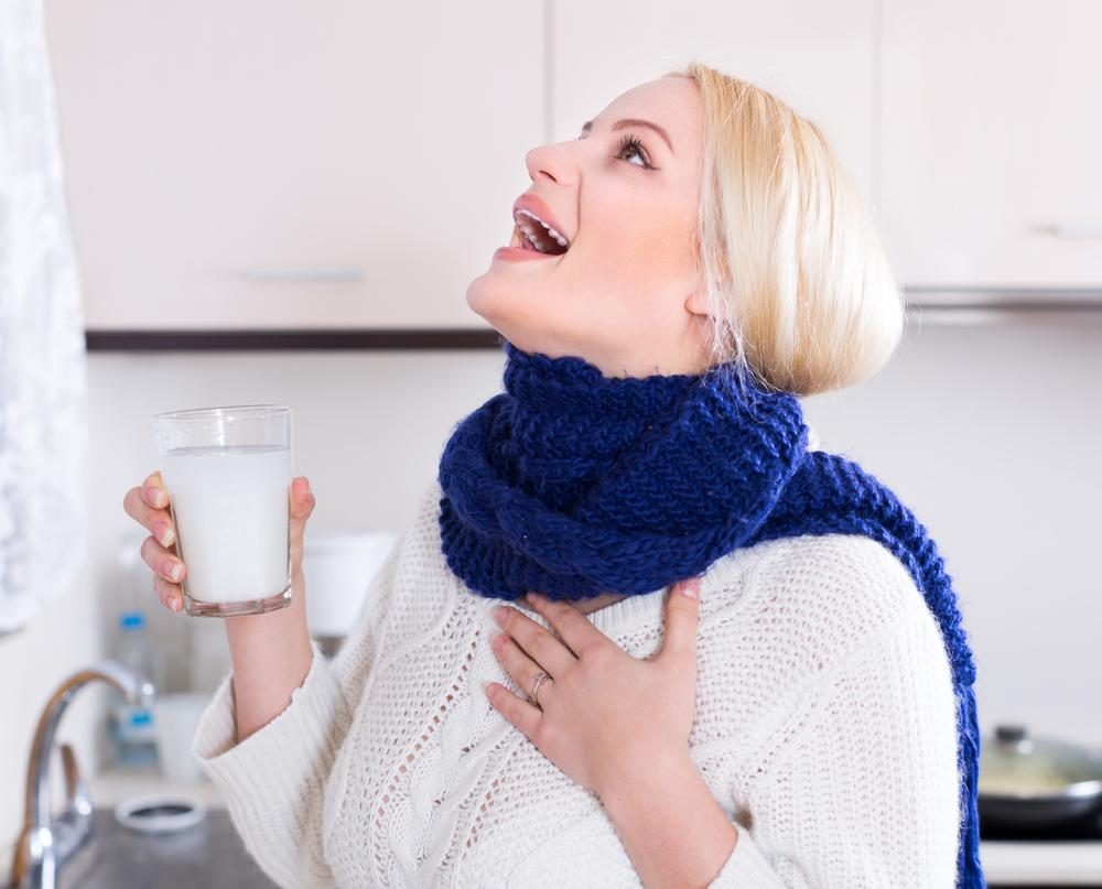 Белые комочки в горле