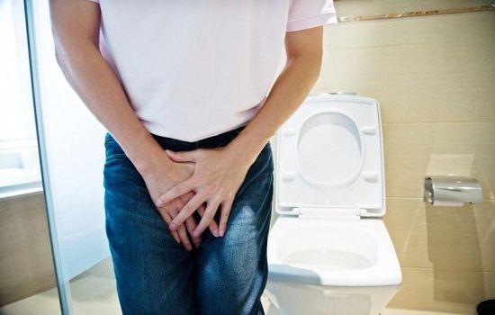 Почему у мужчин слабый напор мочи при мочеиспускании?
