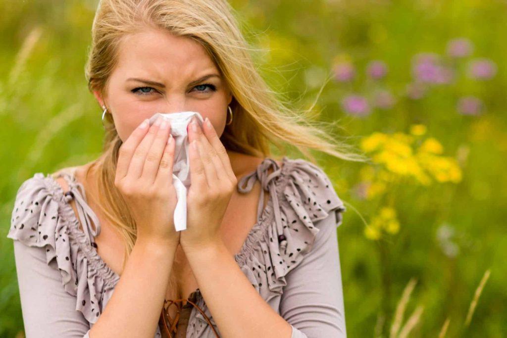 Как проявляется аллергия борщевик у взрослых и детей?