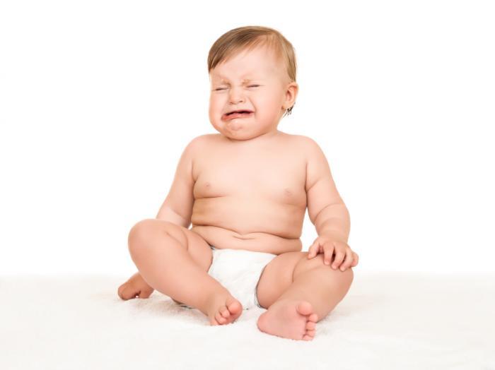 малыш в памперсах