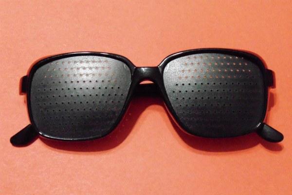 Перфорационные очки для тренировки глаз