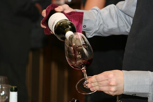 Почему возникает и как проявляется аллергия на вино?